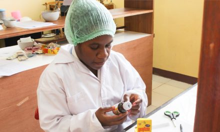 PRAKTEK Farmasi Klinis dan Komunitas
